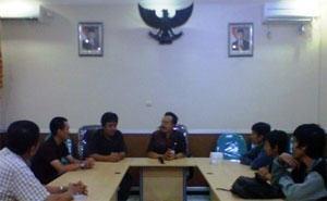 Meeting di kantor DISPORA dengan ketua FORMI JATIM Drs. Suparman, Msi.
